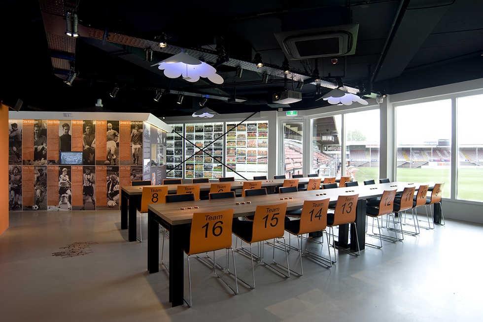 Fotobehang en plexiglazen schilderijen van FC Volendam elftallen Museum Uniek Volendam