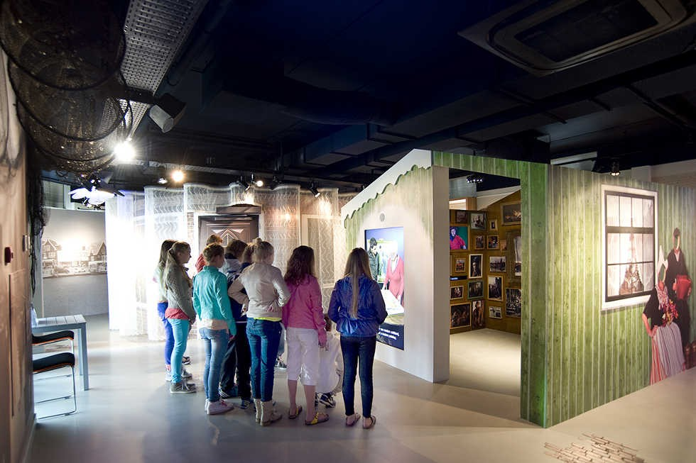 Fotobehang en schilderijen museum Uniek Volendam